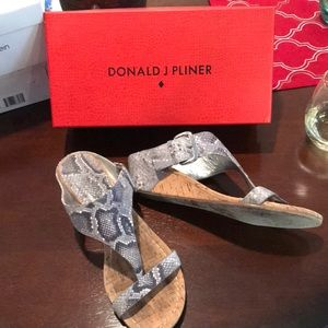 Donald Pliner sz10 wedge sandals